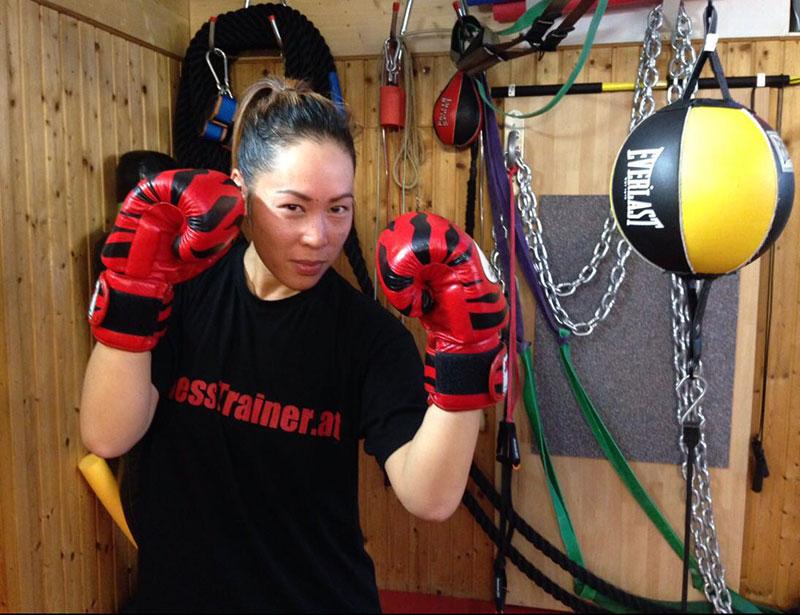 Mimi Hie beim Boxtraining